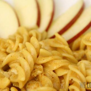 Fusilli mit Curryrahm und Äpfeln