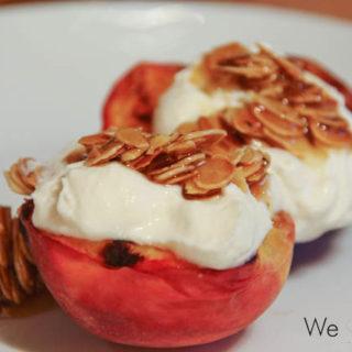 Gegrillter Pfirsich mit Ricotta, Mandeln und Honig
