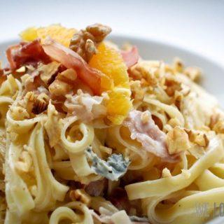 Fettucine an Gorgonzola-Walnuss-Sauce mit Orangenfilets