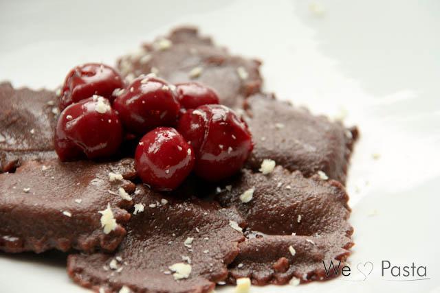 Schokoladenravioli mit Kirschragout