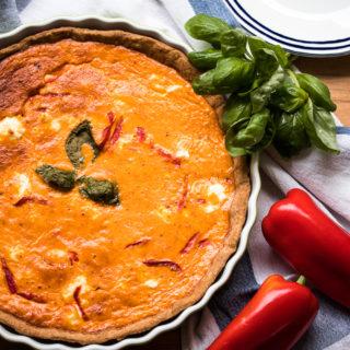 Tarte mit Paprikacreme und Ziegenfrischkäse