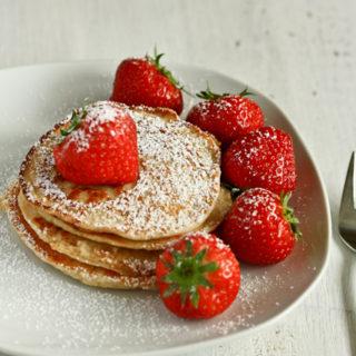 Pancakes mit Hüttenkäse und Haferflocken
