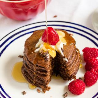 Schoko-Pancakes mit Haferflocken und Joghurt (ohne Mehl)