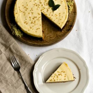 Holunderblüten-Cheesecake mit Krümelboden