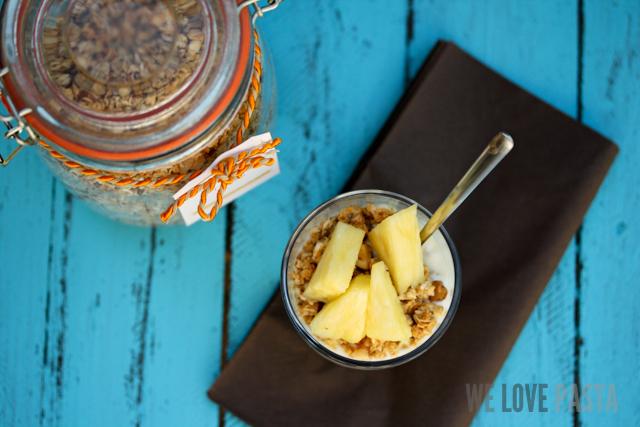 Kokos-Ananas-Granola
